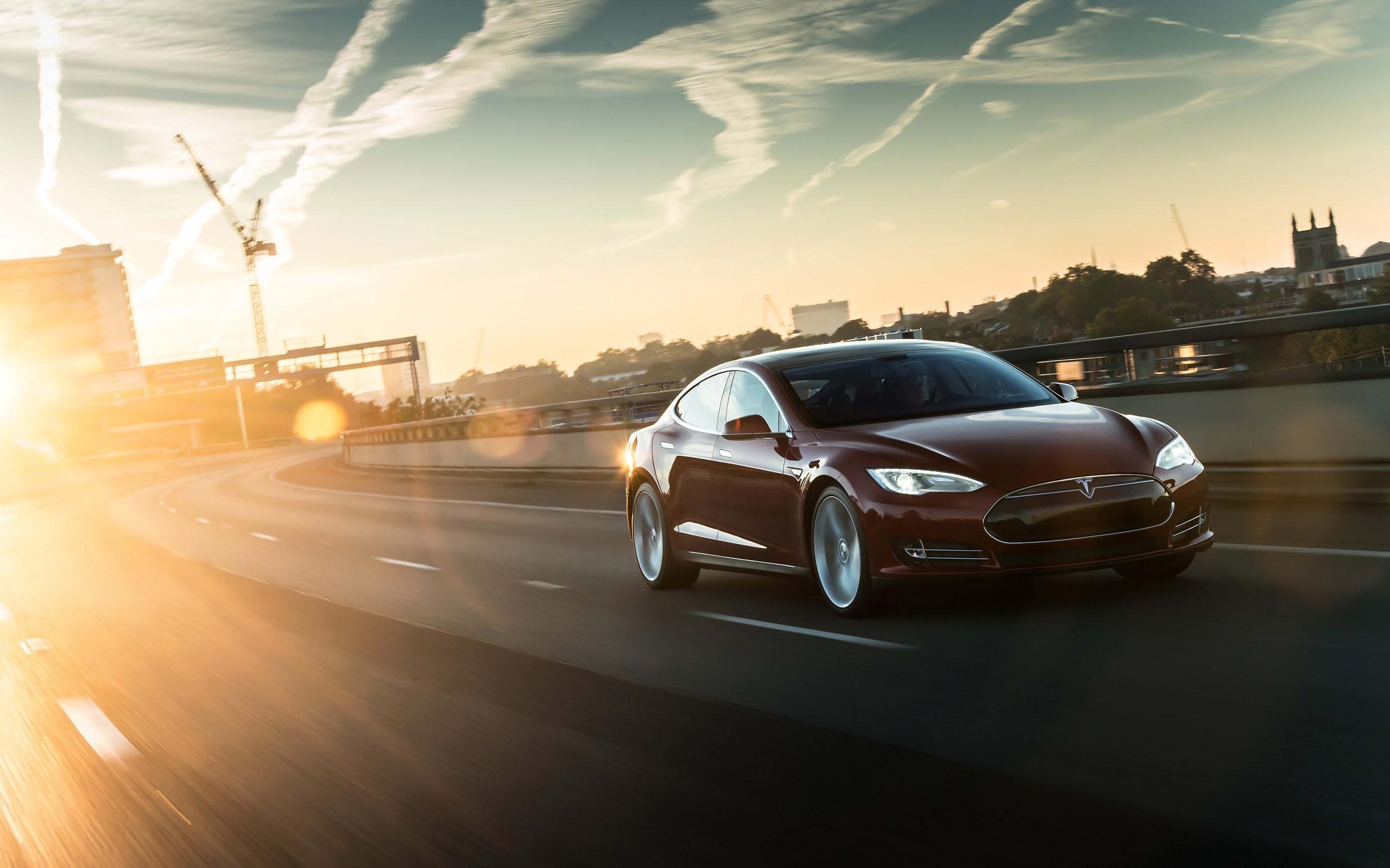 Tesla 2k resimleri