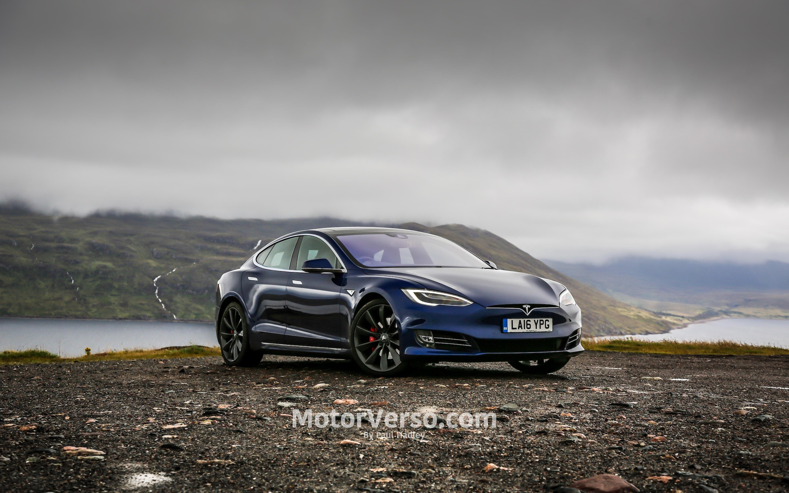 Tesla 2k resmi