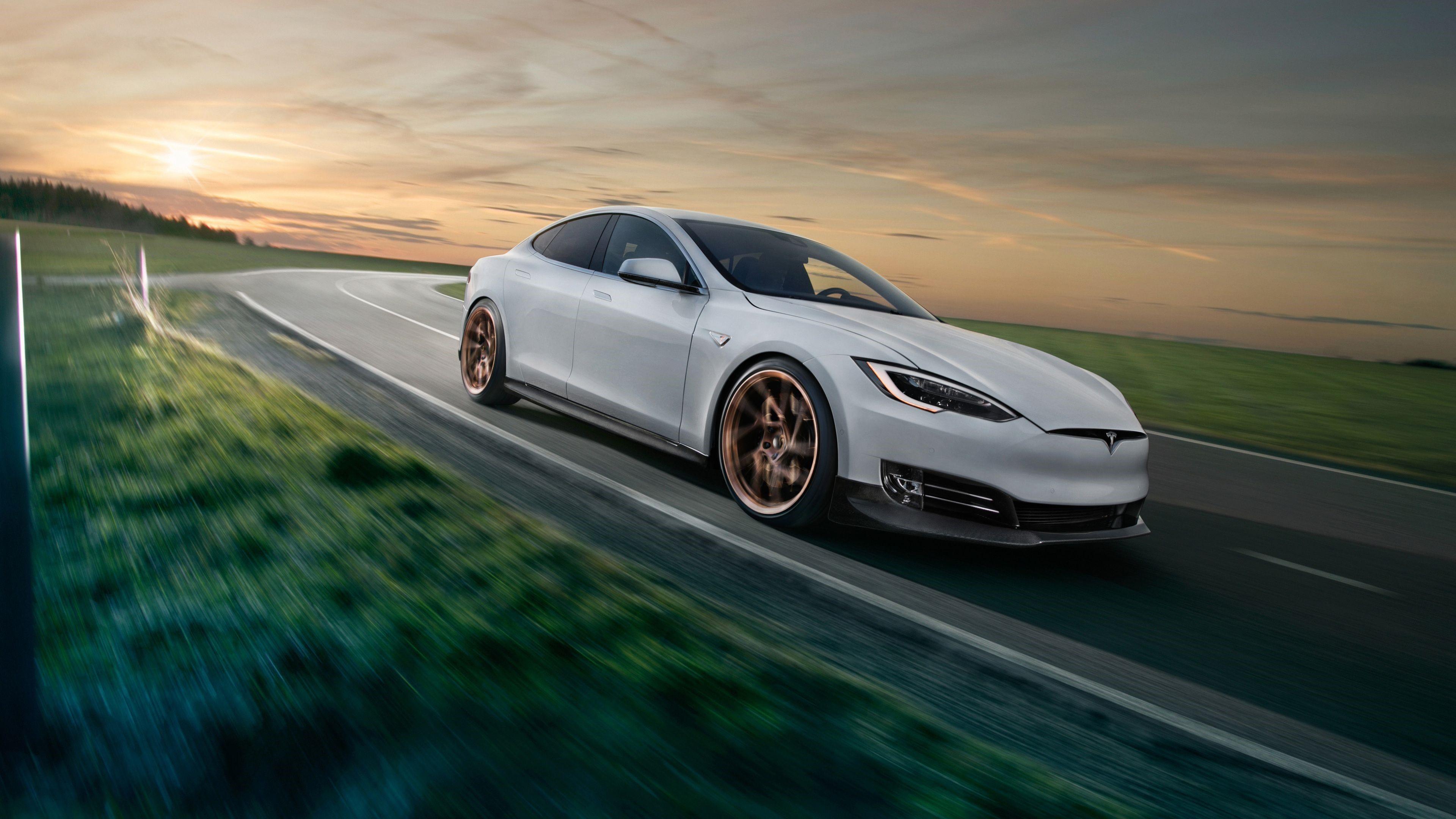 Tesla uhd fotoğrafları